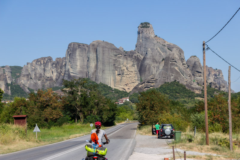 Arriving at Meteora left us speechless. All these rock formations look like from another world.
